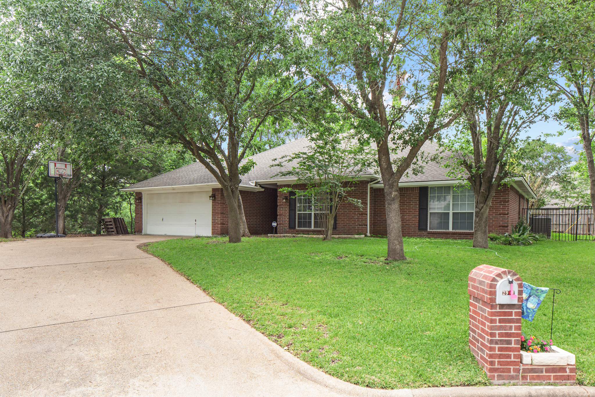 just listed 4 2 updated home in southwood valley