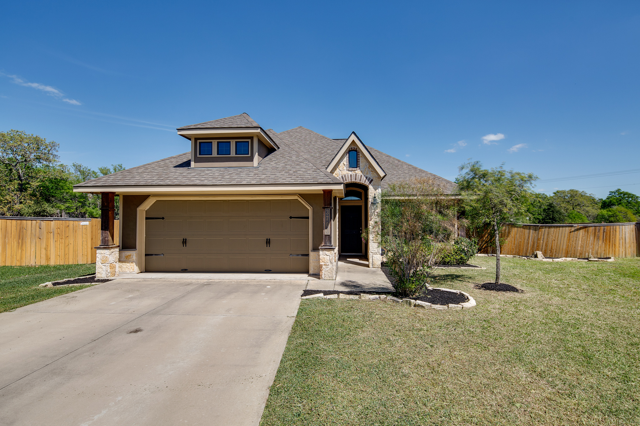 just listed 3 2 with huge yard in creek meadows